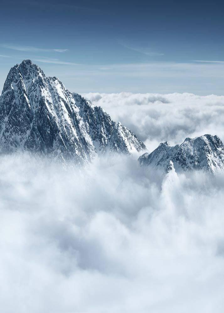 Szczyt Góry w Chmurach, Plakat - 1