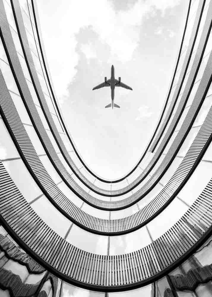 Samolot nad Budynkiem, Plakat - 1