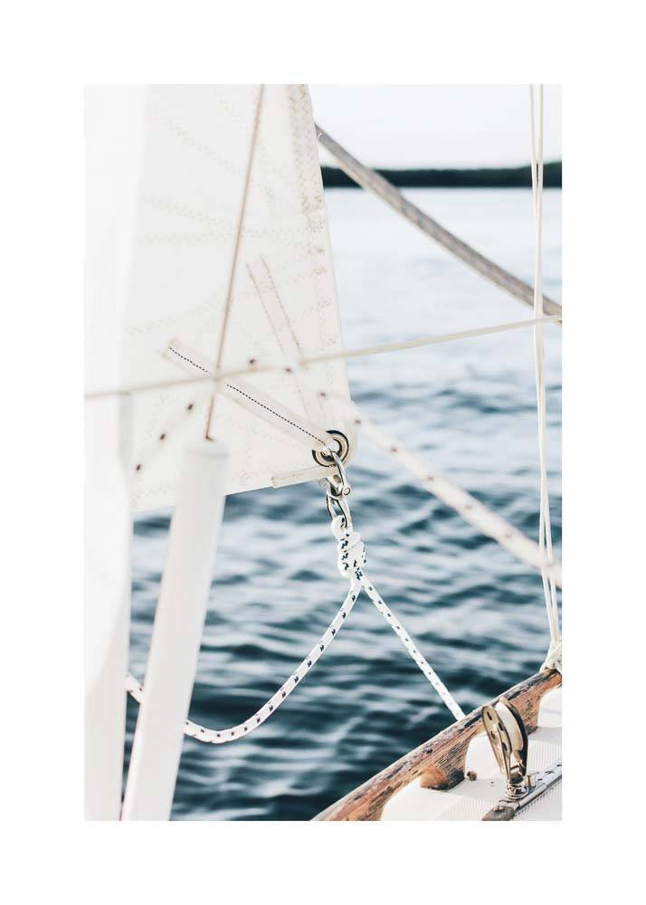 Biały żagiel na tle morza, Plakat - 1