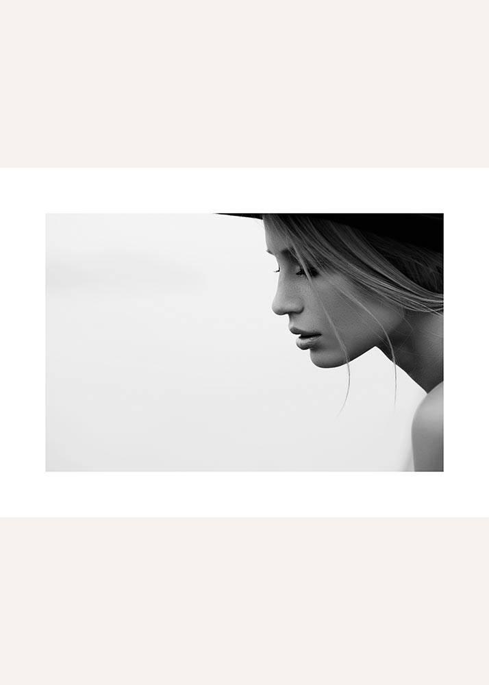 Portret kobiety z profilu, Plakat - 1