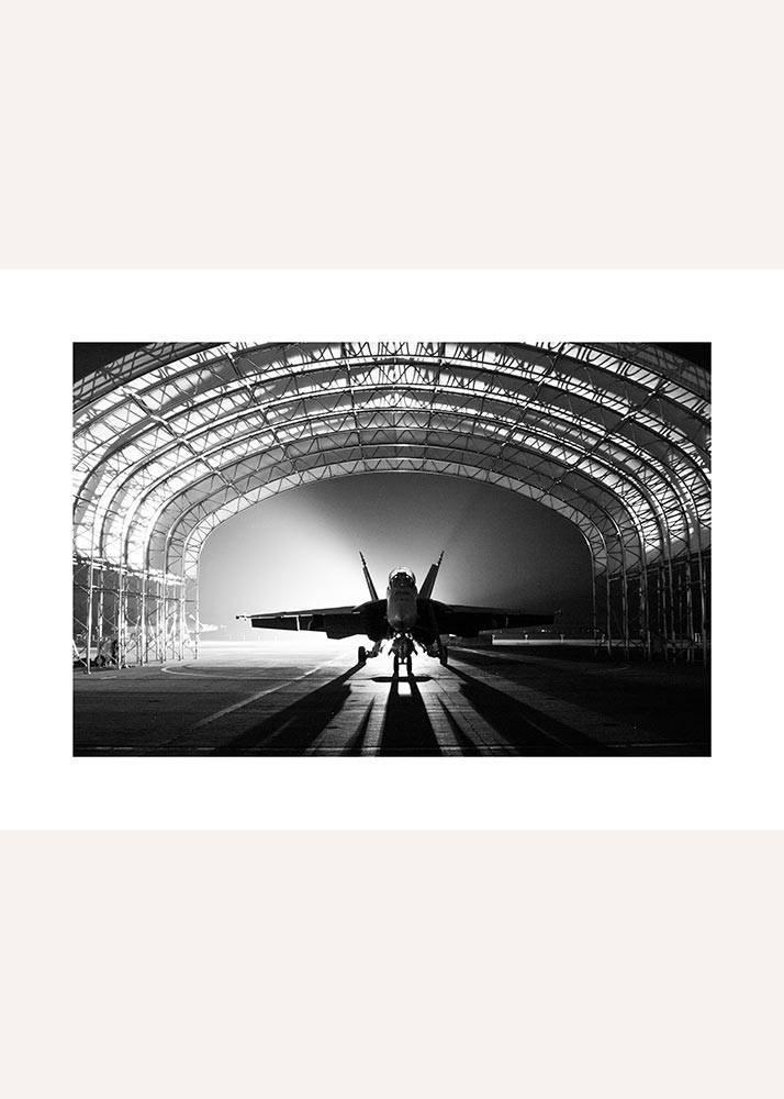 Samolot w Hangarze, Plakat - 1
