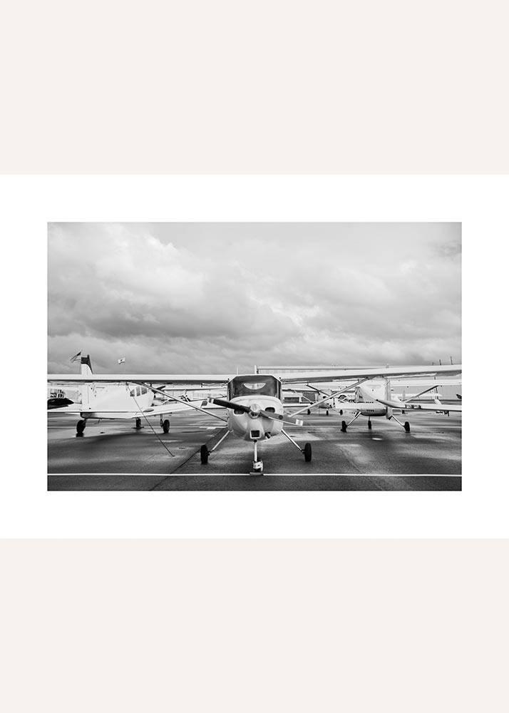 Samolot na lotnisku, Plakat - 1